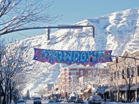 Apresentações teatrais, refeições leves e o evento Parade of Lights durante o Snowdown, no inverno de Durango